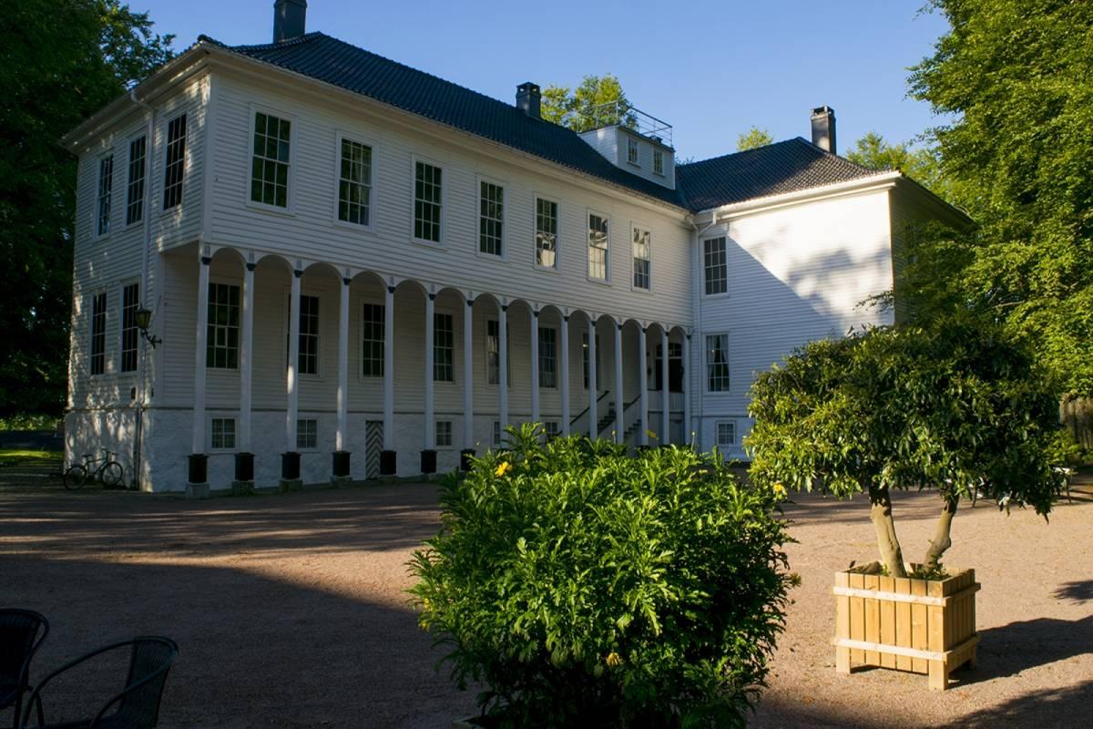 Guide Sør Manor Houses & Gardens of the South