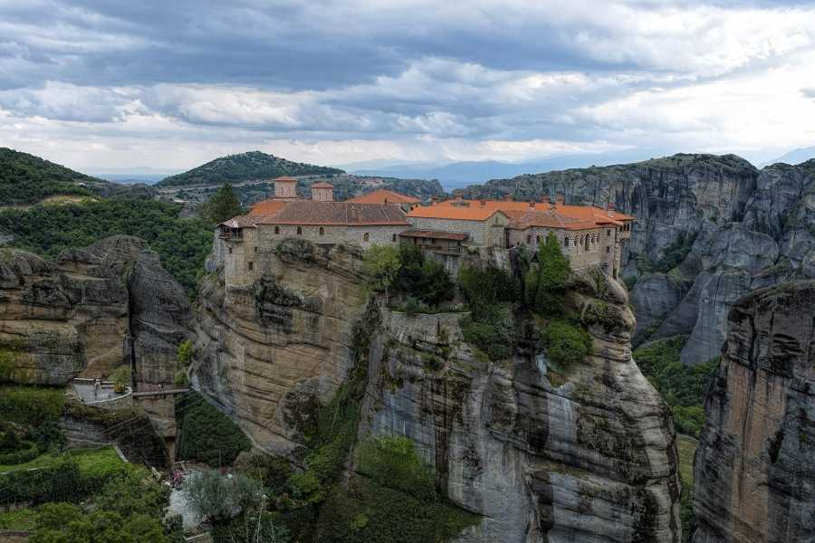 Visit Meteora Delphi and Meteora, 2-Days Private Tour from Athens