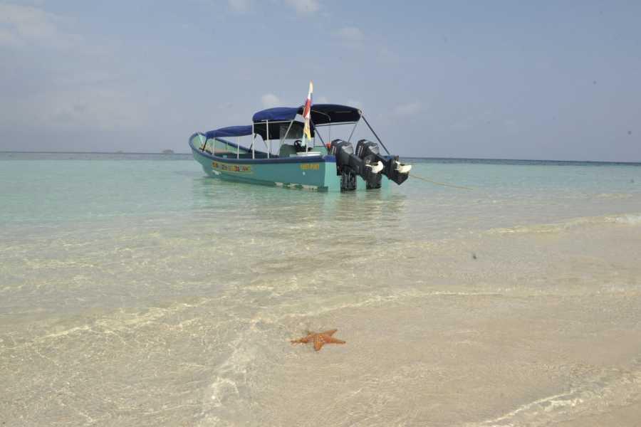 Cacique Cruiser BOAT TO COLOMBIA - San Blas Adventures Motor Boat
