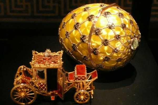 """8. St. Petersburg Private Tour """"Evening Canal and Faberge Easter Eggs"""""""