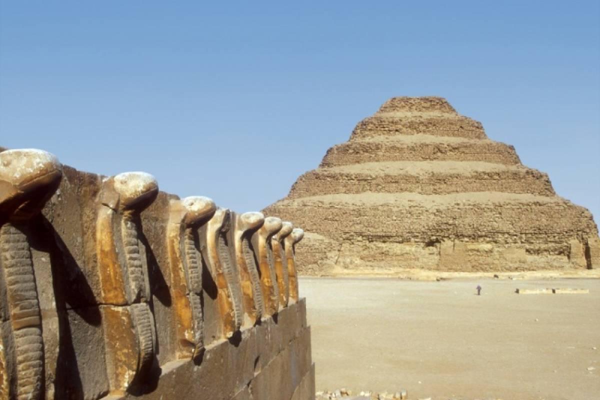 Deluxe Travel Pyramids Memphis and Sakkara Tour