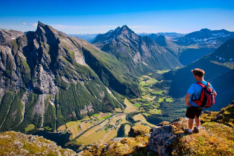 Uteguiden AS Slogen 1564 moh – Luftig fjelltur