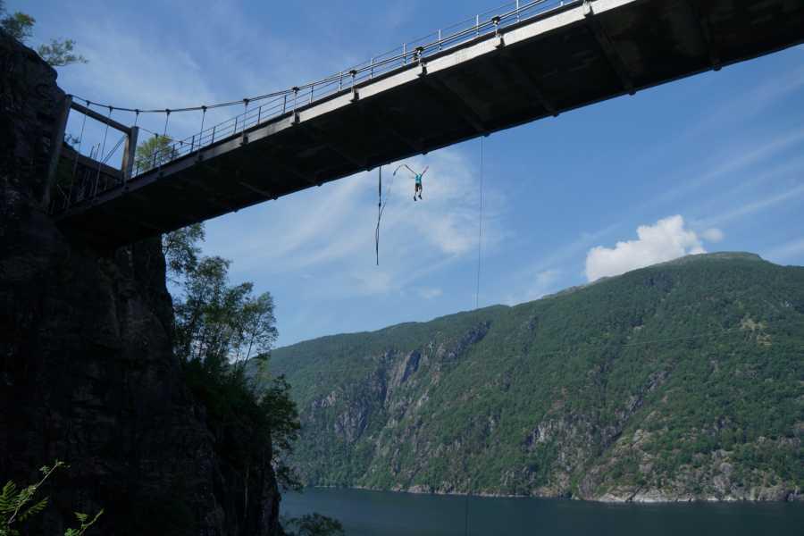 Åkrafjorden Oppleving AS Bungee/strikkhopp frå Trolljuv bru