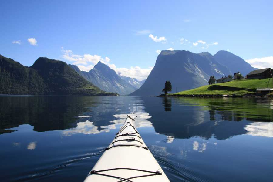 Uteguiden AS Kayaking Hjørundfjorden