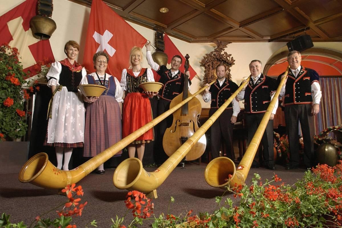 Best of Switzerland Tours Luzern mit Folklore Show