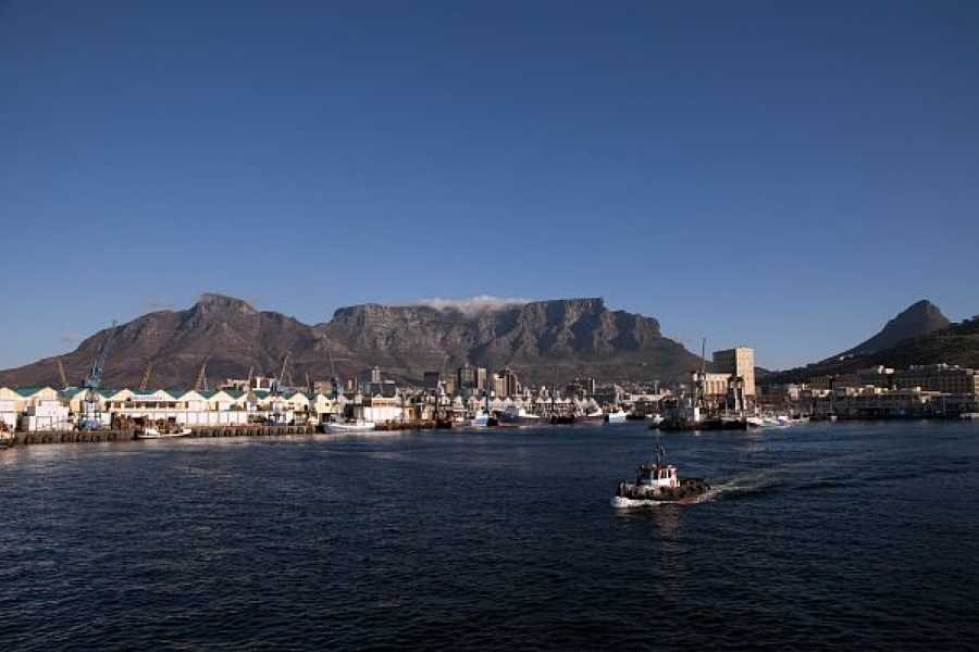 BOOKINGAFRICA.NET Cape Town - Radisson Blu 3 nights