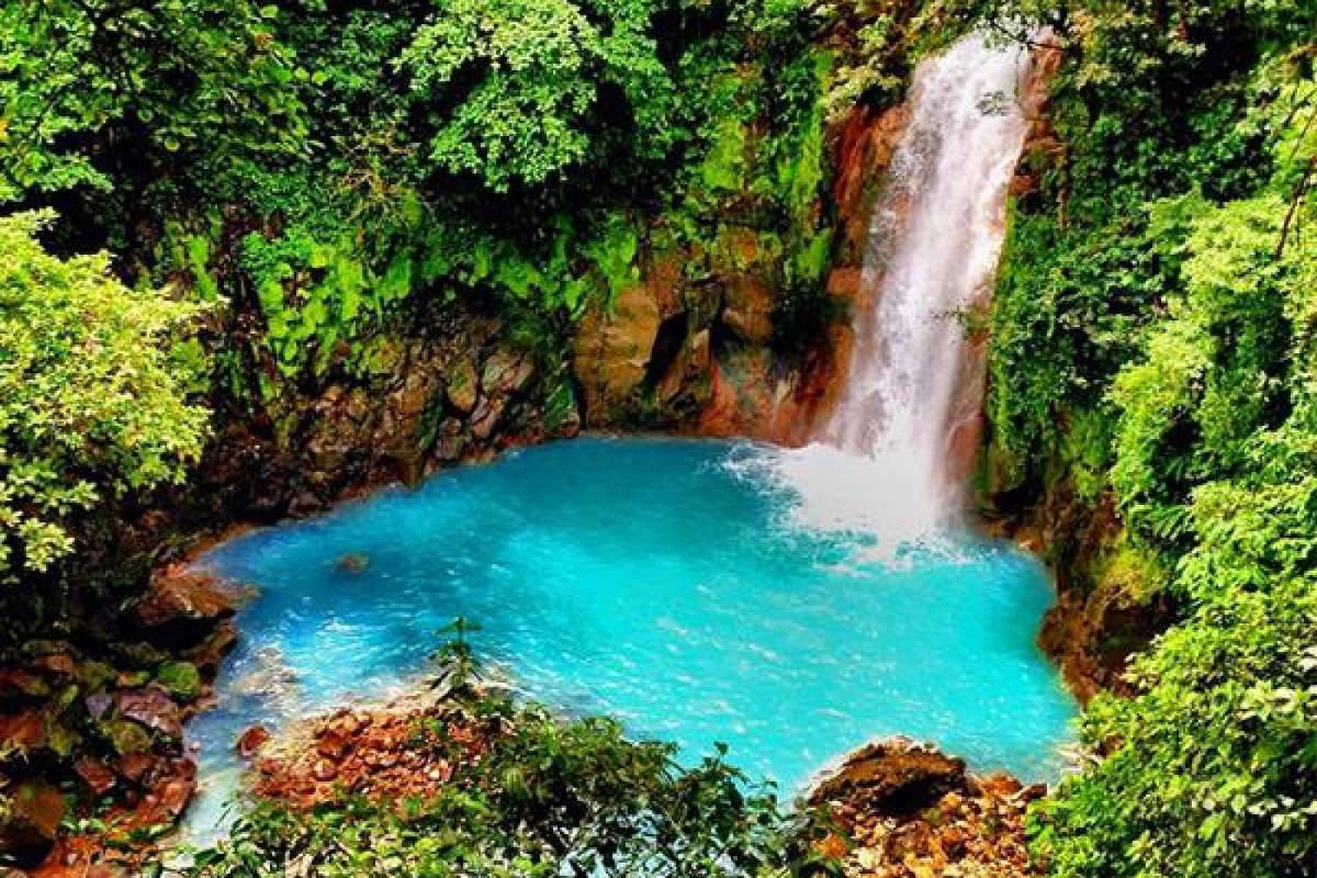 Kelly's Costa Rica Rio Celeste Hike and Waterfall