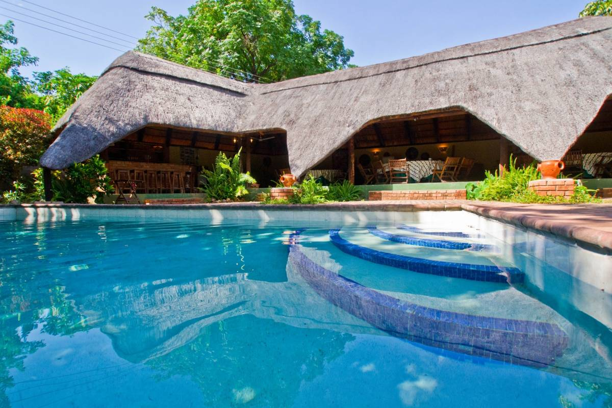 BOOKINGAFRICA.NET Victoria Falls - Greenfire Lodge 3 nights