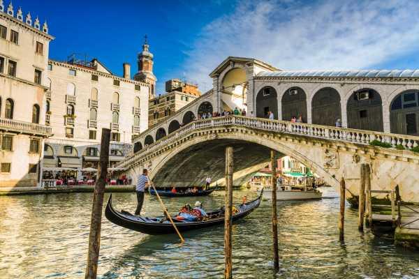 Venice Tours srl Paseo en góndola guiado y romántico almuerzo veneciano