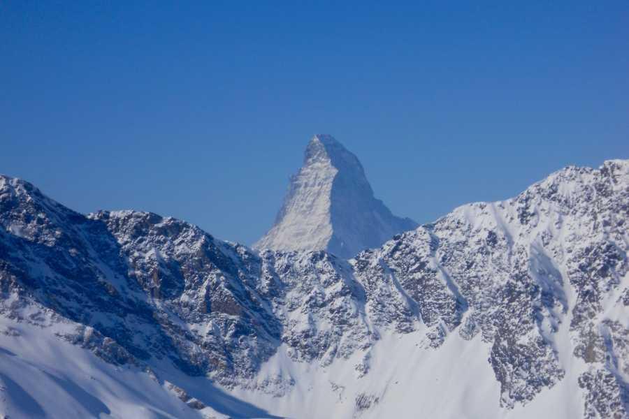 Saas-Fee Guides Allalinpass 3564m / Saas-Fee to Täsch winter tour