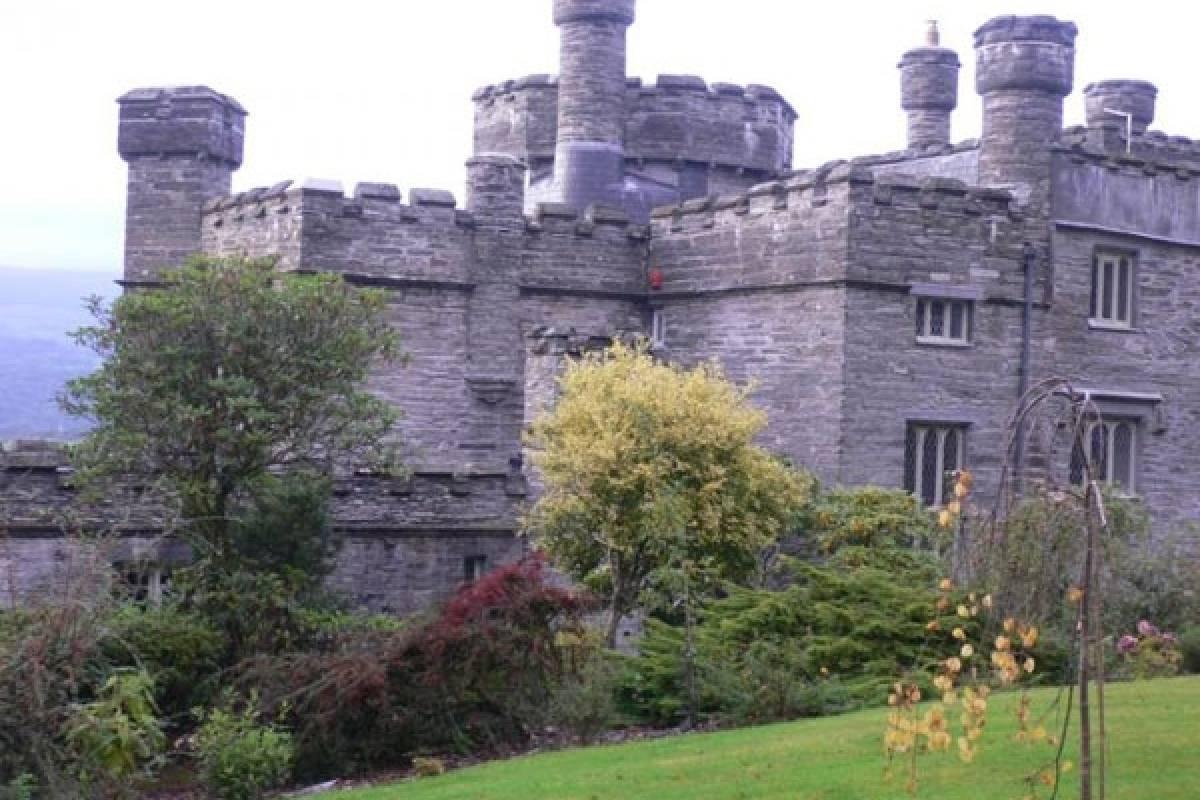 Cambria Tours Castle Stay - Glandyfi Castle