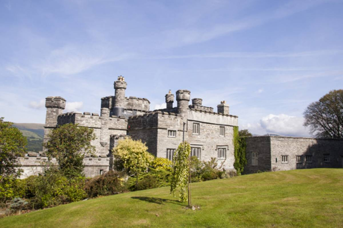 Cambria Tours Castle Stay - Glandyfi Castle