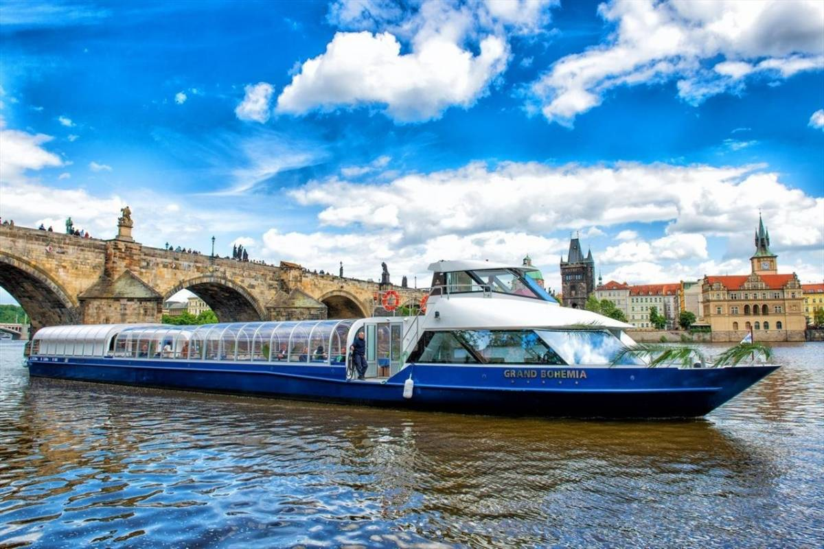24/7/365 Travel One hour river cruise on the Vltava river