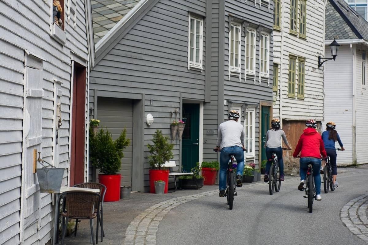 Kayak More Tomorrow AS Art Nouveau Highlights of Ålesund, an EL Bike Exploration