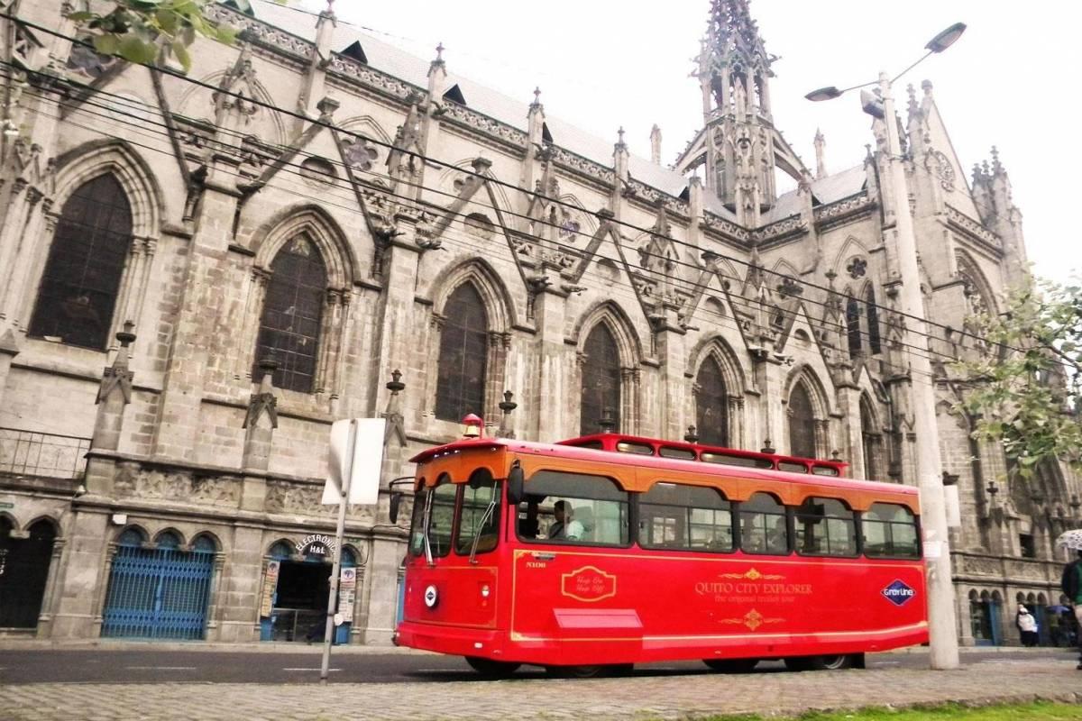 Gray Line Ecuador 1914 Original trolley city tour of Quito