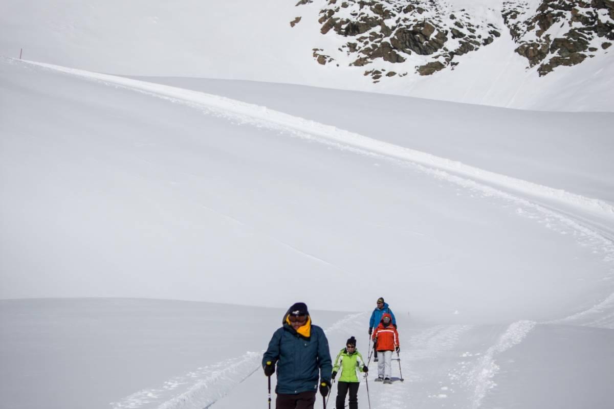 "Saas-Fee Guides Sunday Snowshoe tour ""Morenia"""