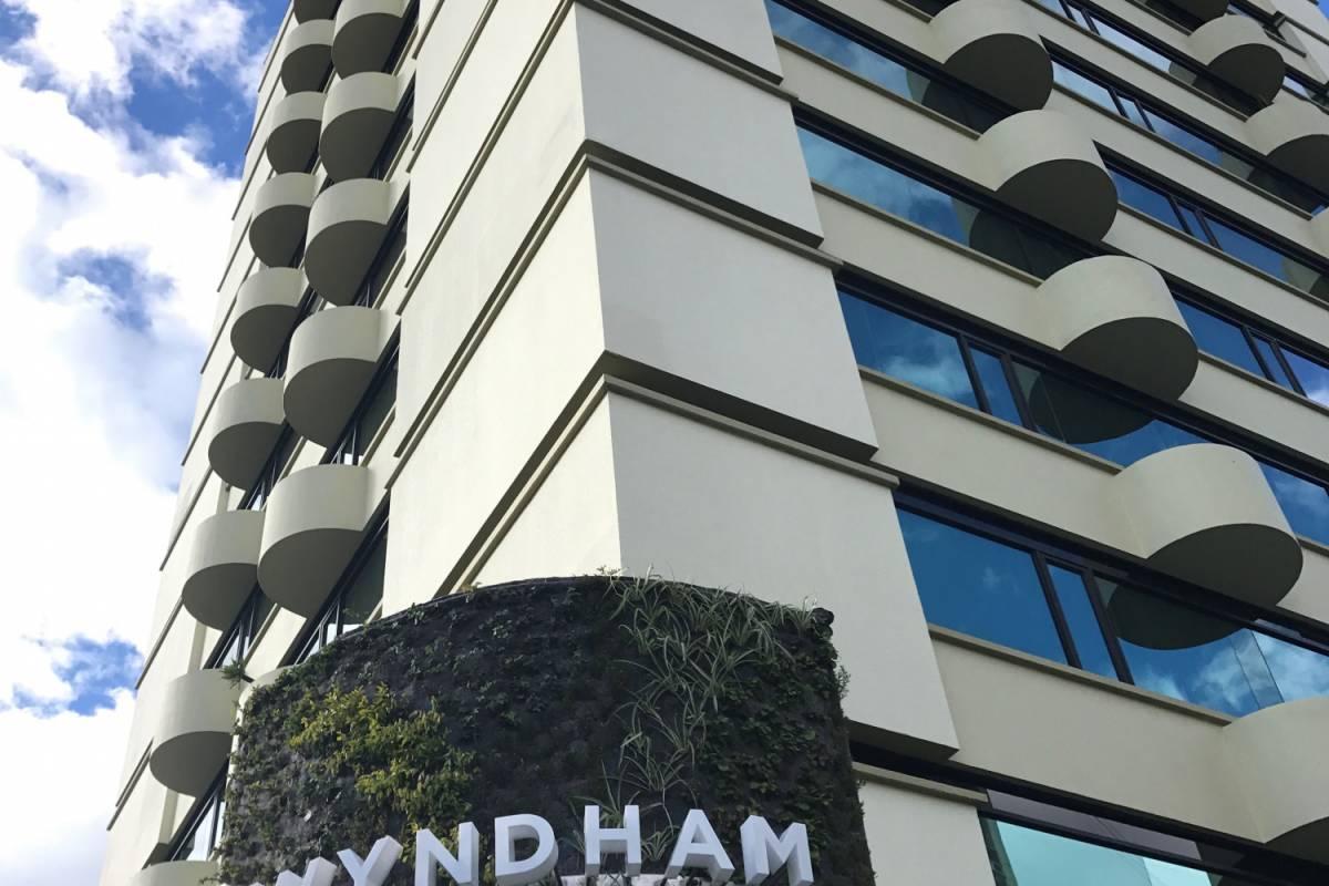 Gray Line Ecuador Hotel Wyndham Garden (Ex - Howard Johnson) - Turista Sup. 3***S