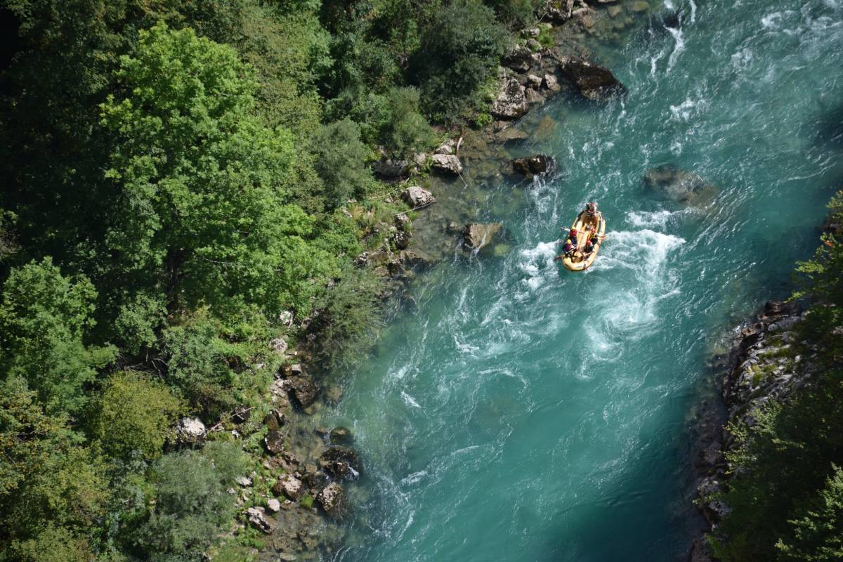 MH Travel Agency RAFTING ON TARA RIVER