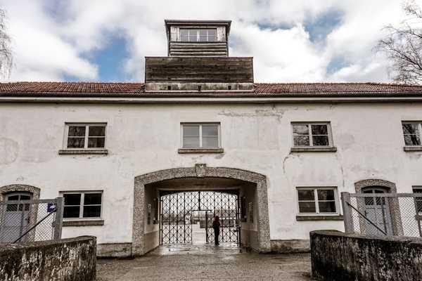 (ES) Tour del Campo de Concentracion Dachau
