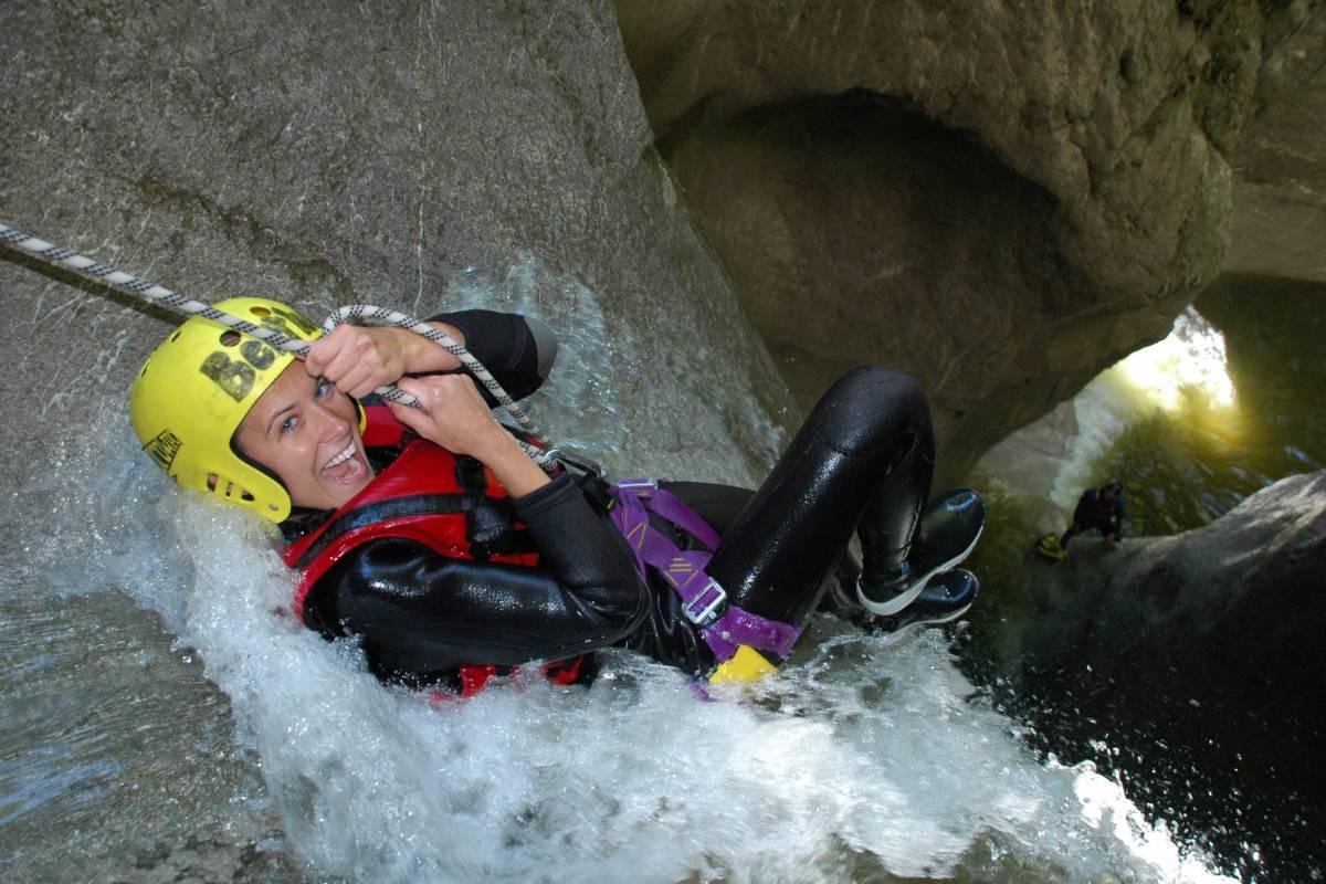 Best of Switzerland Tours Canyoning Abenteuer in Interlaken