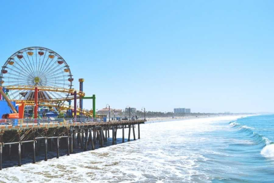 Dream Vacation Builders Santa Monica and Venice Beach 6 Hour SPANISH + Round Trip Transfer Tour #7B