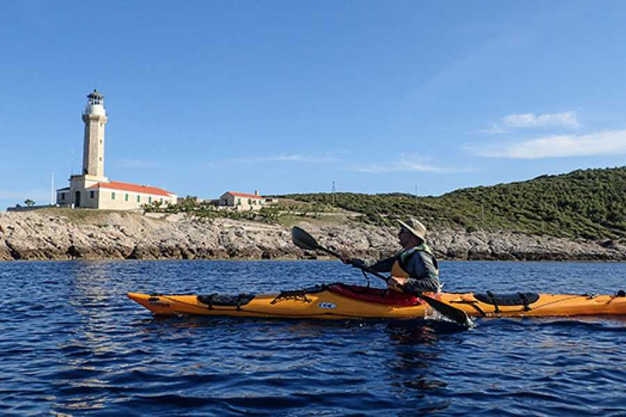 Aktivni Odmor Vis island sea kayaking adventure