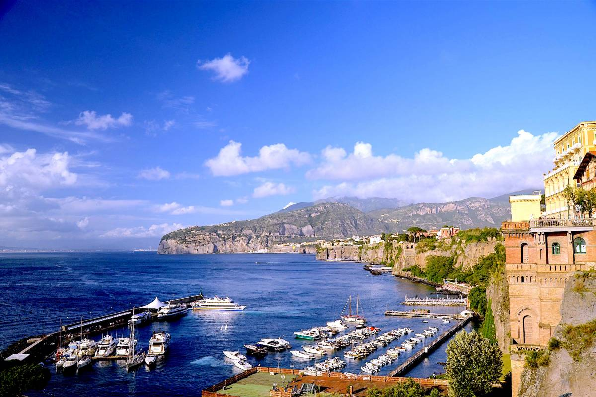 Travel etc Transfer from harbor/train station/hotels to Sorrento centre and Viceversa
