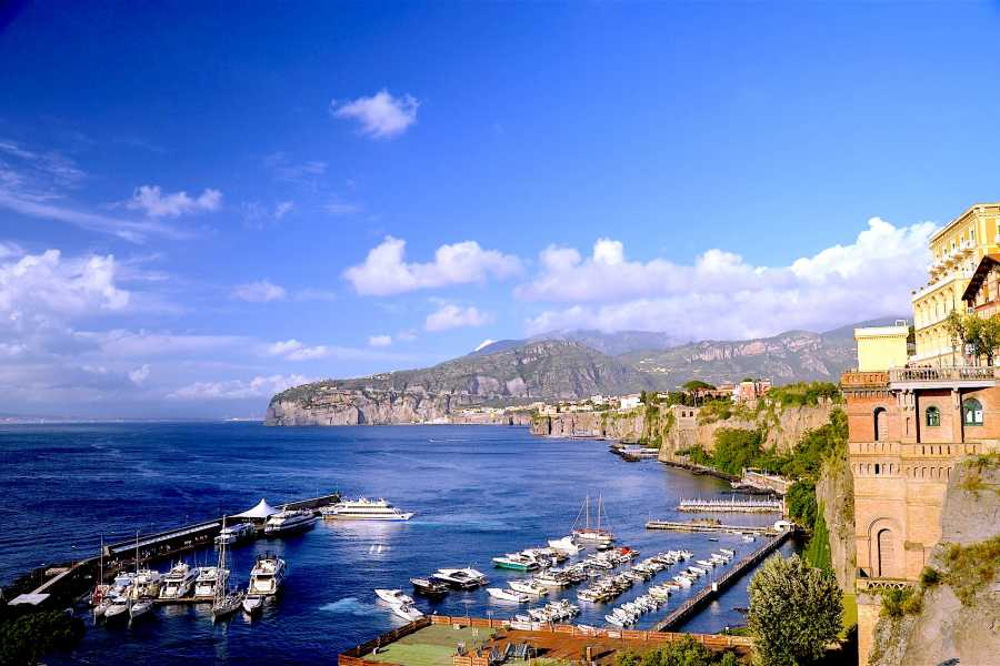 Travel etc Transfer from harbor/train station/hotels to Sorrento centre or Viceversa
