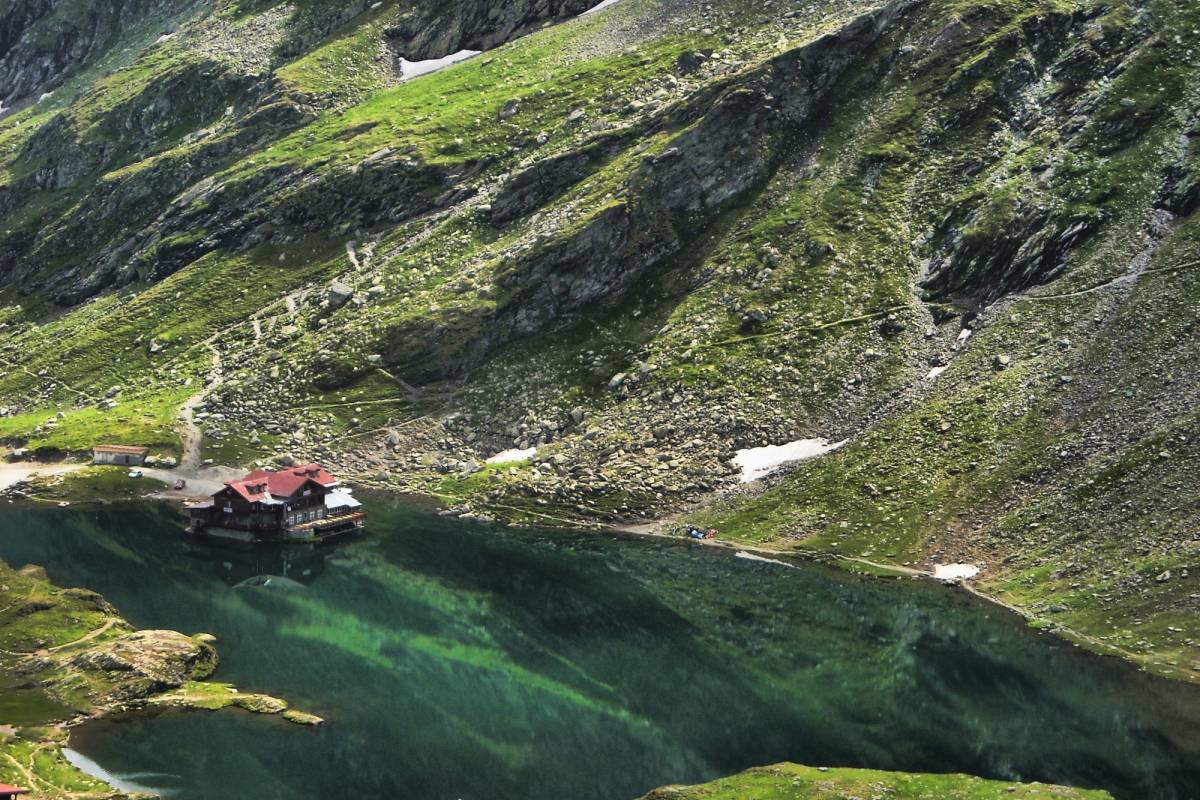Wild-Trails Highest of the Carpathians-4 Days hike in Fagarasi Mountains!