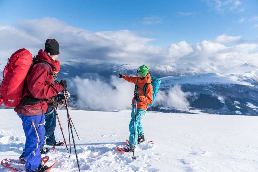 Uteguiden AS Snowshoe Hike - Stranda resort