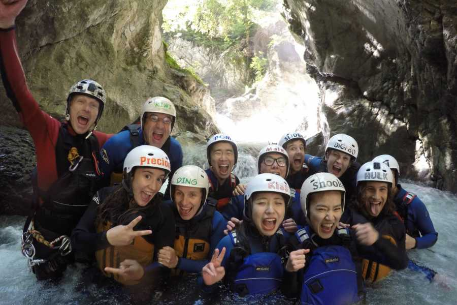 Outdoor Interlaken AG 卢塞恩出发-因特拉肯峡谷溪降一日游(Canyoning Interlaken Day Trip from Luzern)