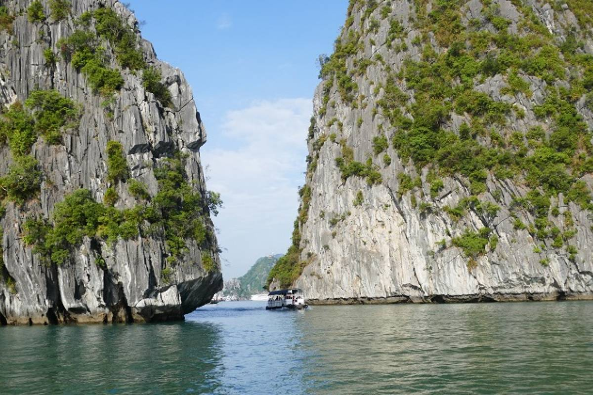 Viet Ventures Co., Ltd Private tour Vietnam natural beauty 10 days