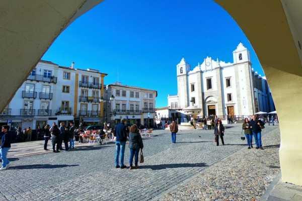 Lisbon Van Tours - Tours & experiences around Lisbon Visita a Évora, Arraiolos e ao cromeleque dos Almendres