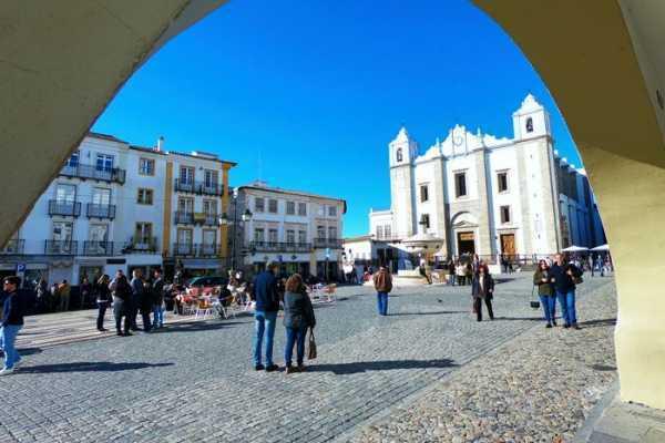 Lisbon Van Tours - Tours & experiences around Lisbon Trip to Évora, Arraiolos & Almendres Cromlech