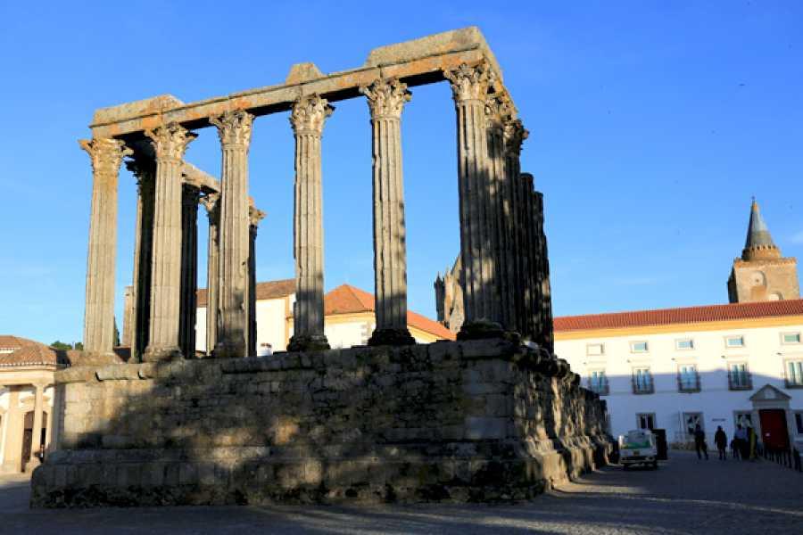Lisbon Van Tours - Tours & experiences around Lisbon Passeo a Évora, Arraiolos y al crómlech de los Almendres
