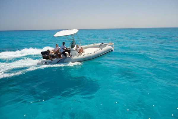 Excursies Egypte Prive 8 uur speedboot naar Dolphin House en Orange Bay
