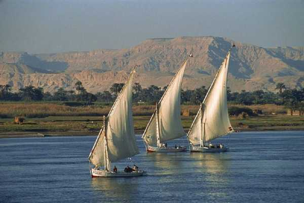 Excursies Egypte Sunset Sailboat Trip  from Luxor with Felucca Ride