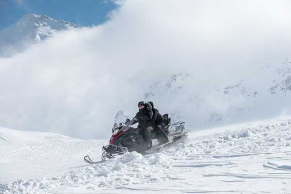 HB Adventure Switzerland Snowmobile Luxury Tour 6L