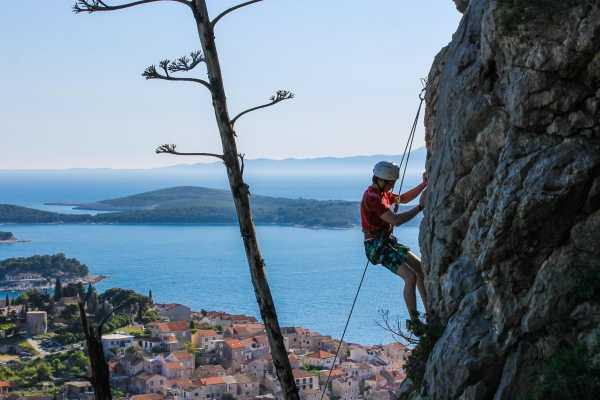 Aktivni Odmor Rock climbing from Hvar