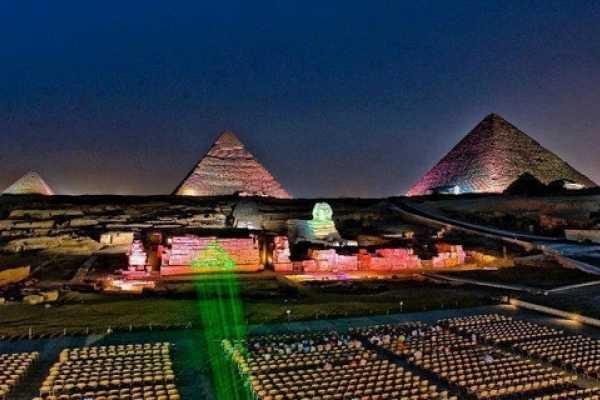 EMO TOURS EGYPT SUND UND LICHT ZEIGEN SIE AUF GIZA PYRAMIDE