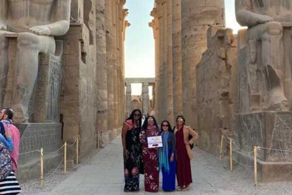 EMO TOURS EGYPT ルクソールの日帰り旅行をお楽しみください東と西ナイル銀行