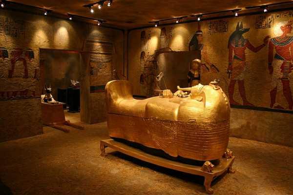 EMO TOURS EGYPT Tour al Museo de Luxor y El Museo de la Momificación