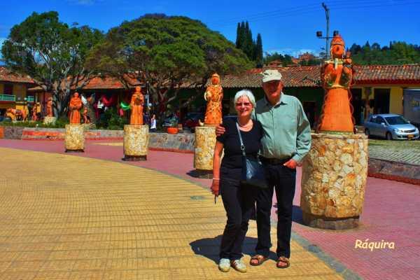 Bogota Henry Tours 36. ARTESANÍAS DE RÁQUIRA, TOUR PRIVADO 11 HORAS