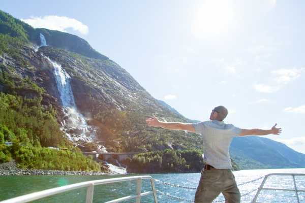 Fjordcruise to Langfoss Waterfall