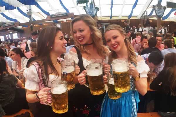 Bus2Alps AG Oktoberfest HOSTEL