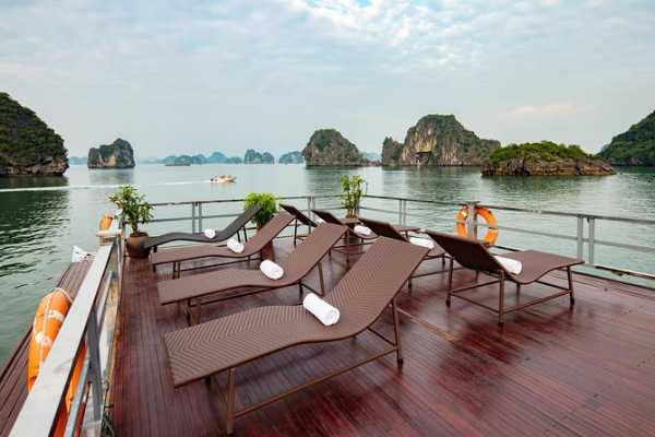 OCEAN TOURS Halong one day excursion