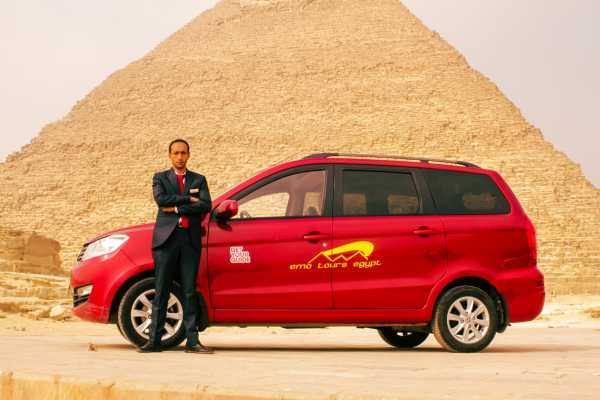 EMO TOURS EGYPT ピラミッドエリアへのカイロ空港からの送迎をピックアップ