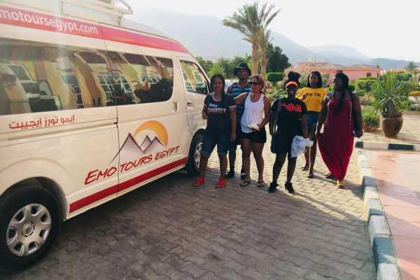 EMO TOURS EGYPT アイン・エル・ソクナからカイロへの私的送迎