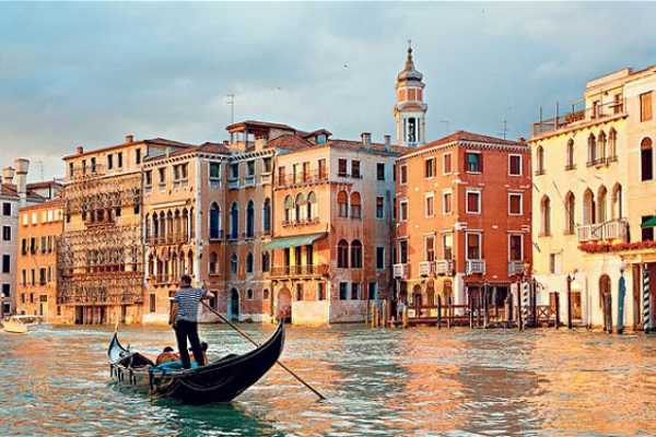 Ride around Venice in a day