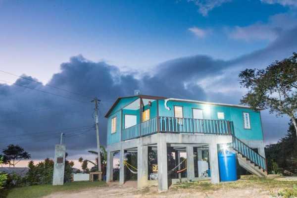 Casa Cafe w/ Wi-Fi - Coffee Farm House (sleeps 1-8)